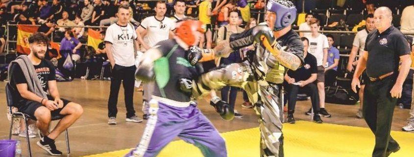 Halbfinale bei der EM in Kiew: Oliver Zink beim Kick gegen seinen Gegner aus Usbekistan.
